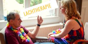 Lachtherapie met therapeut en cliënt